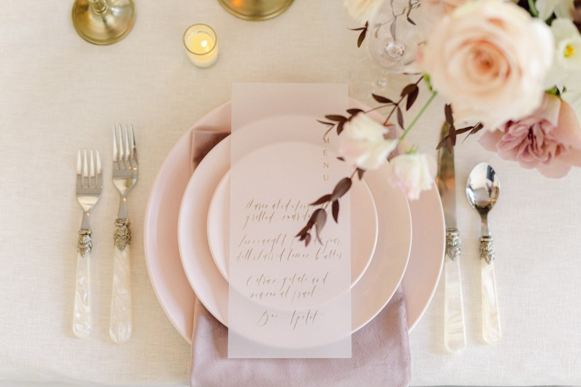 Delicate wedding tablesetting in pale lavender and blush colors